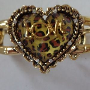 BETSEY JOHNSON Love bracelet with hearts